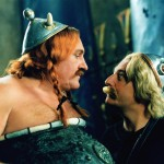 Астерикс и Обеликс  смотрят друг на друга